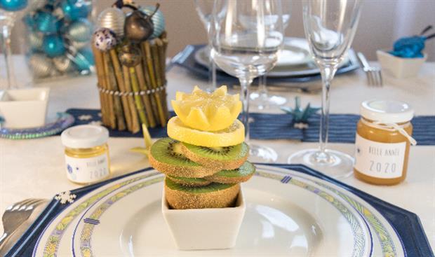 décorer votre table du nouvel an et offrez des petits pots de miel 100% français avec une étiquette assortie à la décoration