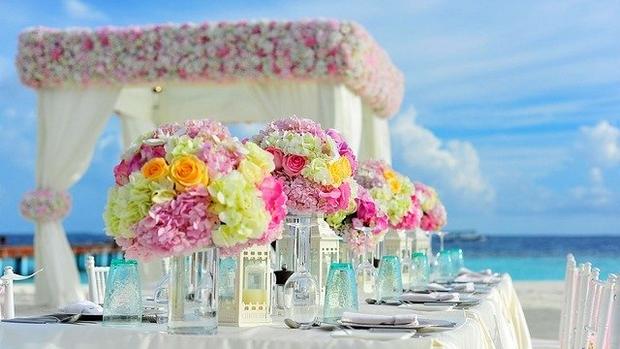 installation de mariage sur la plage