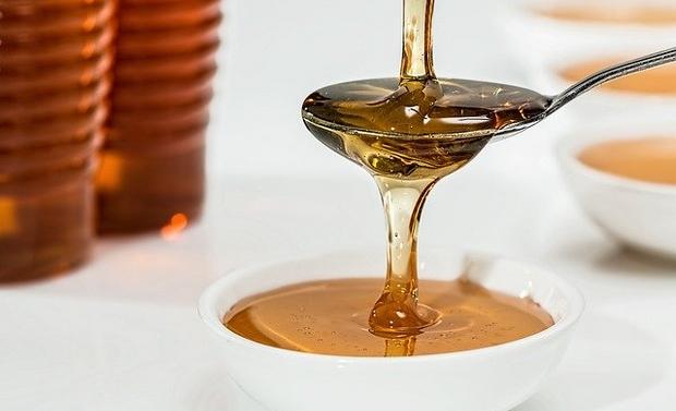 Miel sur une cuillère