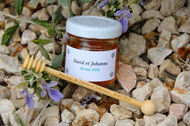 offrez du bonheur des ces délicats petits pots de miel personnalisés