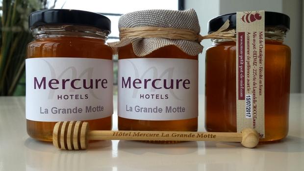 donnez du goût à vos cadeaux d'entreprises : offrez des petits pots de miel personnalisés