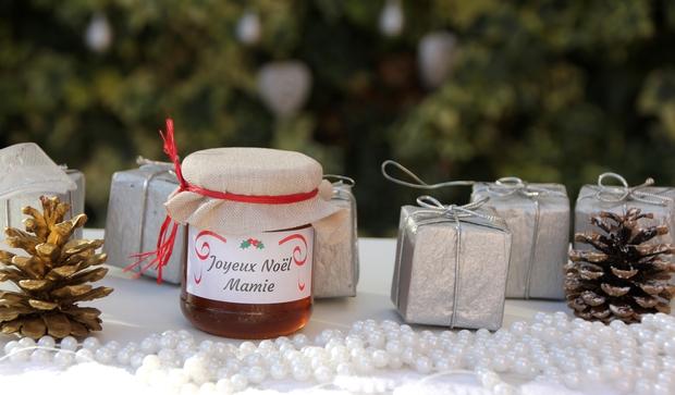cadeau d'invité pour la Saint-Nicolas des petits pots de miel personnalisés