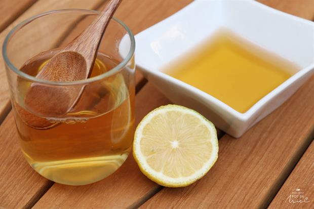 miel avec un citron