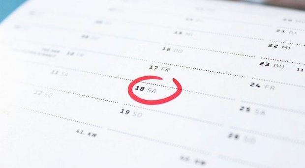 dates du calendrier pour fixer une date pour une fête de naissance ou de baptême
